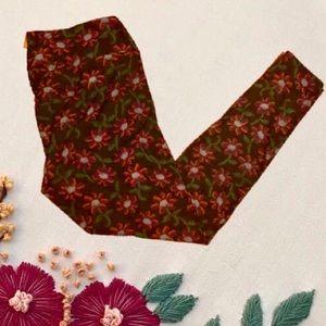 🥀Lularoe needlepoint black floral leggings TC